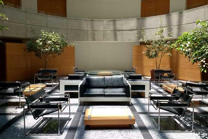 Suites Capri Sevilla Atrium Lobby