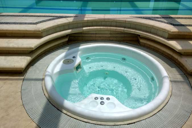Suites Capri Sevilla Jacuzzi Hot Tub Pool