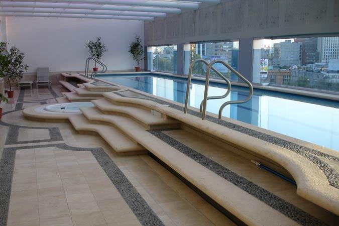 Suites Capri Sevilla Pool Jacuzzi
